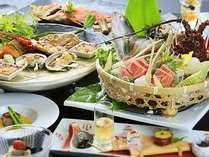 伊勢海老、金目鯛、地魚など、豪華な食の饗宴となる露天風呂が付いた客室用『旬彩』夏の一例。