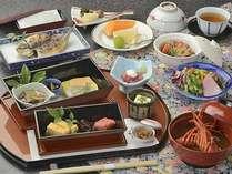 庭園付露天風呂客室のお客様は朝食にお部屋で和定食も選択可能。※宿泊日5日前までの限定予約