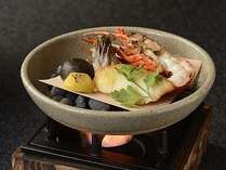 伊勢海老、地魚に秋の素材を盛り込んだ台物の焙烙焼き一例。