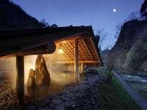 【川側】露天風呂~渓谷の趣を満喫できます~