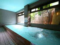【大浴場】ジェット仕様。旅の疲れをのんびりと癒す、広々としたお風呂。