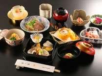 本格会席(冬一例)季節のお料理を愉しめます。