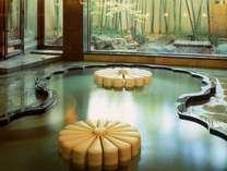 美しいイタリア製大理石の「菊」が浮かぶ「菊風呂」
