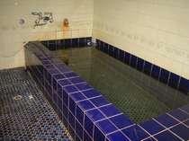 家族風呂1つのみですので、貸し切りで入って頂きます。効能豊富な吉良温泉にゆっくりつかってくだい。
