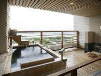 【ひのき風 露天風呂付客室】昼は関東平野の絶景、夜は夜景を堪能頂けます