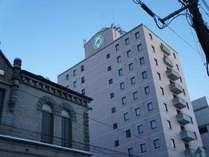 もりおか啄木・賢治青春館(旧:第九十九銀行)とホテル南側