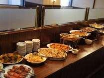 ご朝食は和・洋食のバイキングです。                 営業時間7:00~9:30(LO9:00)