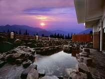 露天風呂から望む夕陽