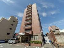 JR鳥栖駅より徒歩1分、九州自動車道鳥栖ICより車で10分のアクセス良好な立地となっております。