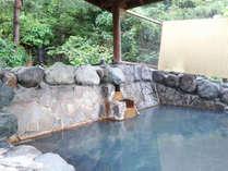 *【滝の湯(3階)】露天風呂からはえぼしの滝をのぞめます。滝の音に耳を傾け、ごゆっくりと・・