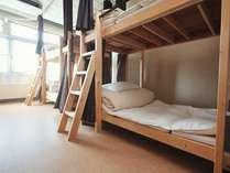 男女混合ドミトリー(相部屋二段ベッド、1~6人部屋)