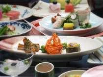 *厳選食材を使用した心づくしの懐石料理は、美味しいとご好評いただいております。