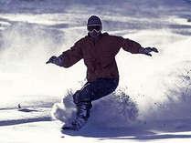 当館から斑尾高原スキー場のゲレンデまで80m!