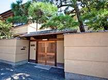 重厚な佇まいの外観!京都の市街にこんな場所があったのかと驚かれるお客様が多数いらっしゃいます