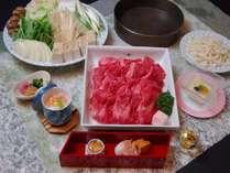 国産霜降り肉のすき焼き