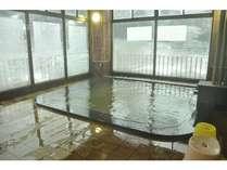 景色が一望できる展望風呂。もちろん温泉ですよ♪