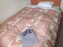 セミダブルのベッド使用!ごゆっくりお寛ぎくださいませ♪