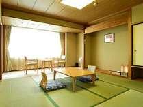 和室8畳のお部屋です。