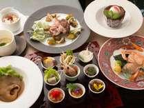 薬膳ディナー8,000円コースの一例。北海道の旬食材を使用するため、内容は季節で変更いたします。