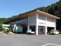 【外観】阿讃山脈の山懐にたたずむ温泉宿★駐車場も150台完備!