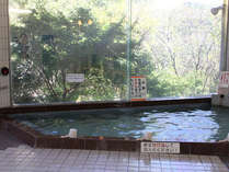 単純硫黄冷鉱泉のお湯は肌にまとわり付くようなツルツルぬるぬるとした感触でとても良質。