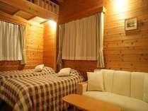 天然木の落ち着いた客室。SW1台、S1台にソファーベット、ロフトベットで4名様まで対応。