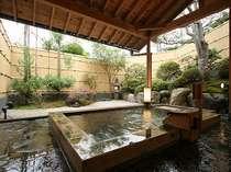 【風呂】桧造りの露天風呂