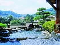 *殿方用露天風呂…開放的な空間で、ご入浴をお楽しみ頂けます。