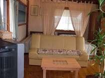 リビングにはテーブル・ソファー・テレビもあります