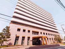 【ホテル外観】★なんばへ12分、大阪まで30分!近鉄奈良線河内小阪駅から徒歩2分の好立地★