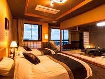 【特別室】ベッドルームに和室、特等席の窓辺には、ソファとマッサージチェアを設置。くつろぎ度満点!