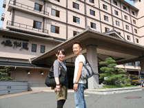 高台に建つ佳松苑は全室オーシャンビューのゆったり和洋室