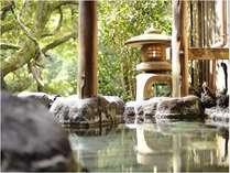 貸切もできる露天風呂は家族で入っても十分な広さ!自然を感じてください。