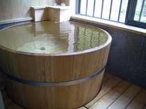 新しく設置した檜丸桶風呂(内径89cm)(楓の間)