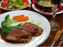 国産牛を絶妙の火加減で美味しく焼き上げた人気のローストビーフ!スタンダードプランで味わえます