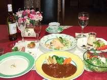 食前酒、前菜からはじまるフルコース最後に特製デザートでゆっくりお食事をお楽しみ下さい。