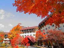 【外観/秋】紅葉が美しい「草津ナウリゾートホテル」