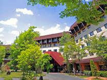 【外観/春~初夏】爽やかな高原リゾート「草津ナウリゾートホテル」