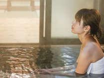 【お座敷付き貸切露天風呂】四季の移ろいと万代鉱源泉が楽しめる貸切露天風呂