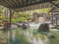 【露天風呂/春夏】名湯草津温泉を堪能できる広々とした露天風呂。