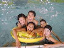 【室内プール】天候を気にせず楽しめる快適プール。(季節営業)