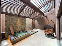 【テラス露天風呂付ツイン】お部屋にある源泉掛け流しの温泉をひとり占め