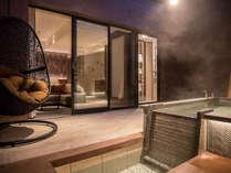 【テラス露天風呂付ツイン】源泉掛け流し露天風呂のある開放的な専用テラス付