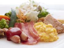 富山県内の山海の美味を活かした朝食バイキング洋食の1例