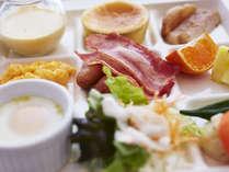 地場産品を生かした和洋30種類の朝食バイキング 1FCOO (6:30~10:00)