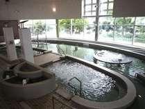 プールゾーン☆温泉水を使ったプールです。
