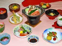 【入門会席コース】品数は少なめですが、手打ちの出雲蕎麦が付いており、女性や年配の方にお勧め。