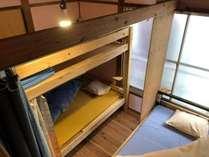 2~3人用のお部屋です。コンセント、読書灯もあります。