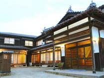 昔ながらの檜造りの大黒屋 外観
