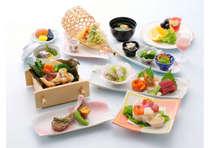 春野菜の蒸物や天ぷら、彩り鮮やかなちらし寿司など、調理長こだわりの全8品。「春」を感じてください。